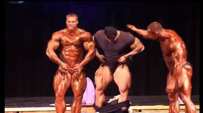 Mustafa Mohammed Upstaging Guys At A Bodybuilding Competition