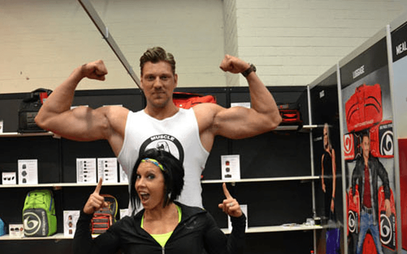 Dutch Giant Makes Serious Gains, Puts On 100 lbs Of Muscle!