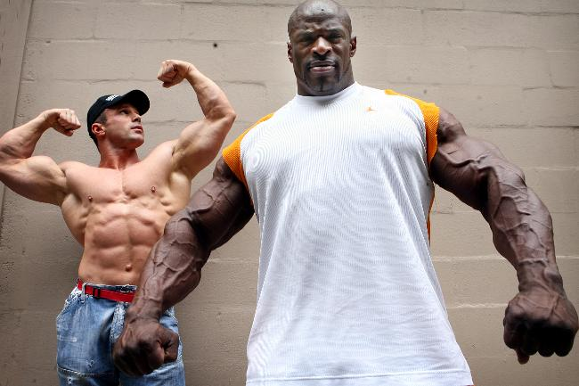 Ronnie Coleman Bodybuilder flexing muscle