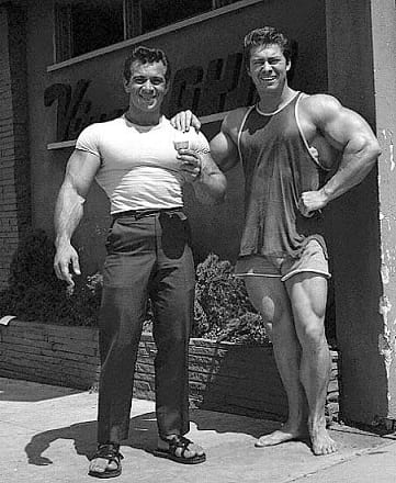 Bodybuilders-Wearing-Normal-Clothes-13