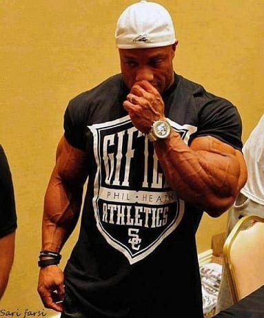 Bodybuilders-Wearing-Normal-Clothes-16