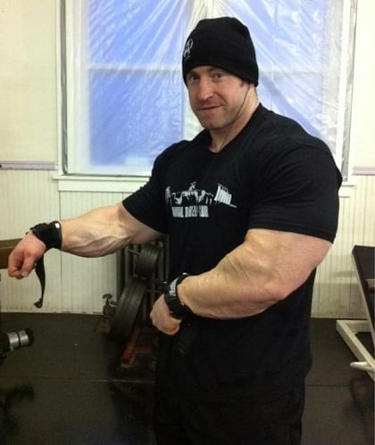Bodybuilders-Wearing-Normal-Clothes-3