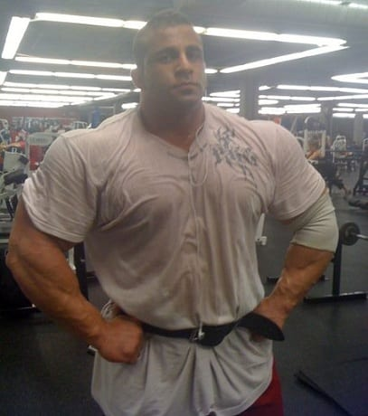 Bodybuilders-Wearing-Normal-Clothes-8