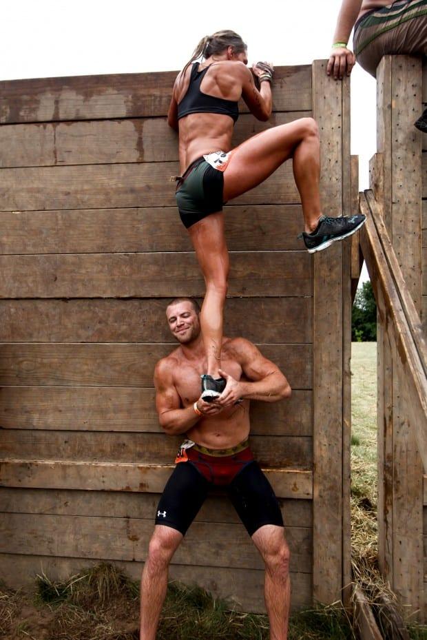 Bro-Helps-Tough-Mud-Hottie-Up-Wall2