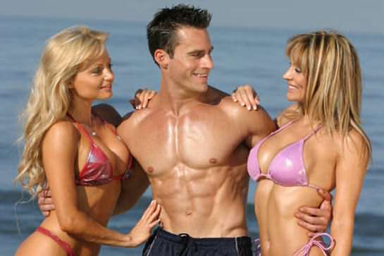 Bodybuilder Needs Help To Pick Up Chicks - Can You Give