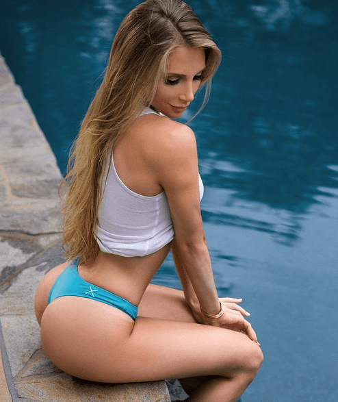 Amanda Lee Is The Girl You Would Dump Your Girlfriend For