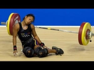 Watch The Exact Moment When A Weightlifter Passes Out and Is Nearly Crushed