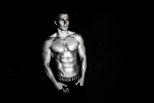 Bodybuilder-black-and-white-picture-302958