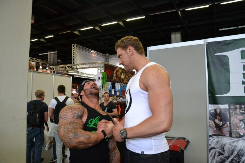 See The Tallest Bodybuilder In The World Dwarfing All The