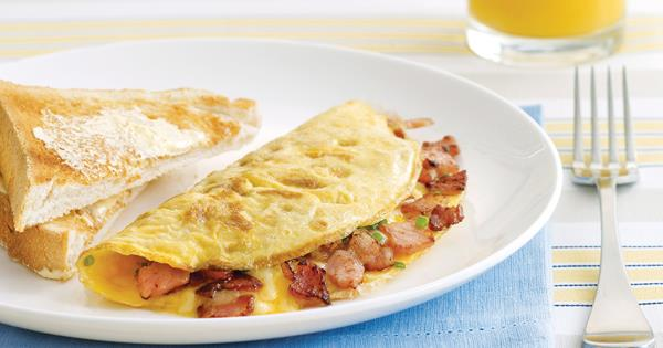 another breakfast idea for bodybuilders is bacon and cheese omelette